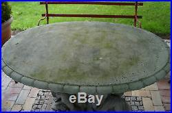 Grosser Gartentisch Platte getragen von Putten Steintisch Park